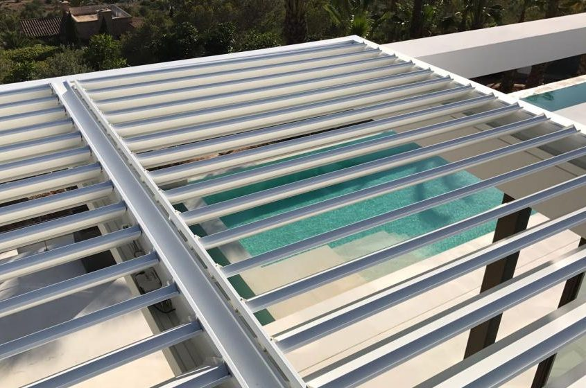 Pergola Ombra, dach skonstruowany z aluminiowych, obrotowych lameli