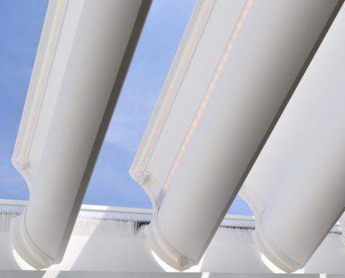Aluminiowa pergola - z czego się składa i jak działa?